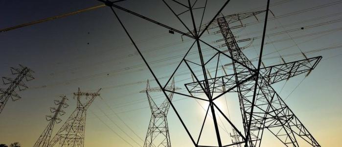 Consumidor pagará indenização a transmissoras após interferência do governo no setor elétrico Leia