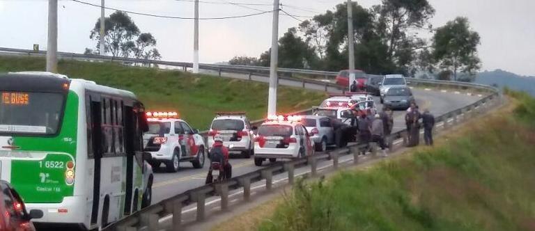 Bandidos furam bloqueio na Vila Aurora 28/05/2015