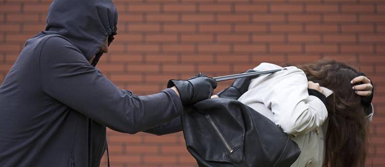 Mulher é assaltada por um Homem de bicicleta