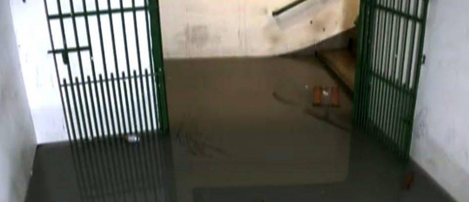 Passagem subterrânea Alaga na Lapa