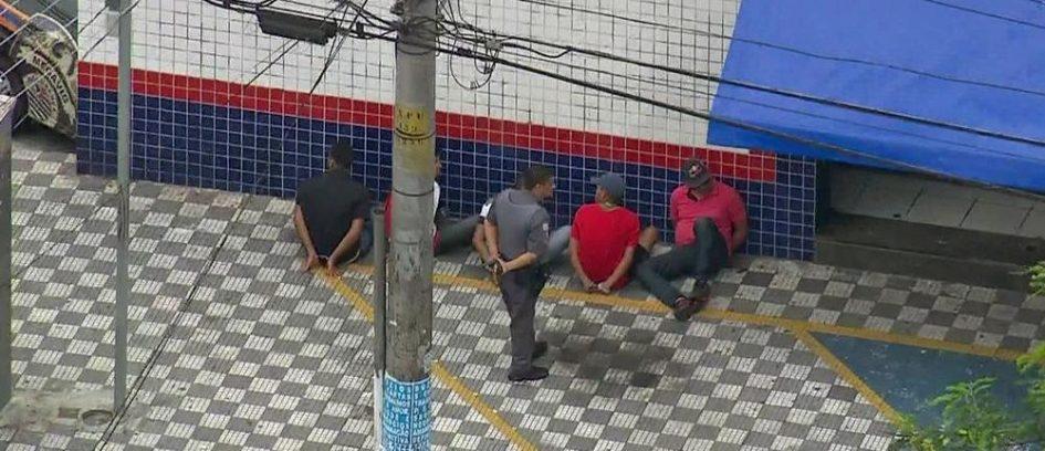 Bandidos fazem reféns em assalto em loja da Casas Bahia, na Zona Norte de SP